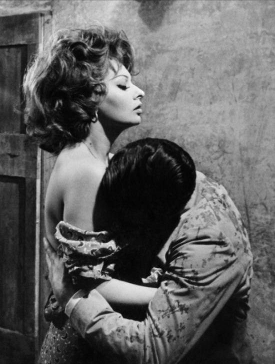 София Лорен в фильме Брак по-итальянски (1964). Sophia Loren Matrimonio All'Italiana