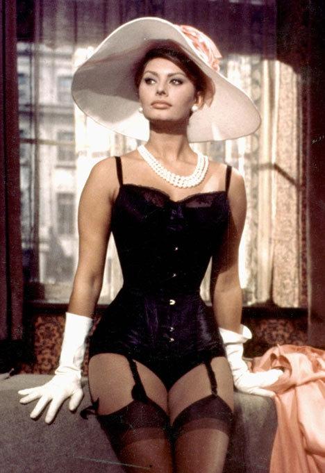 София Лорен в корсете. Фото / Sophia Loren. Photo