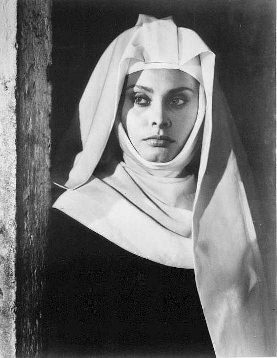 София Лорен в роли монахини. Фото / Sophia Loren. Photo